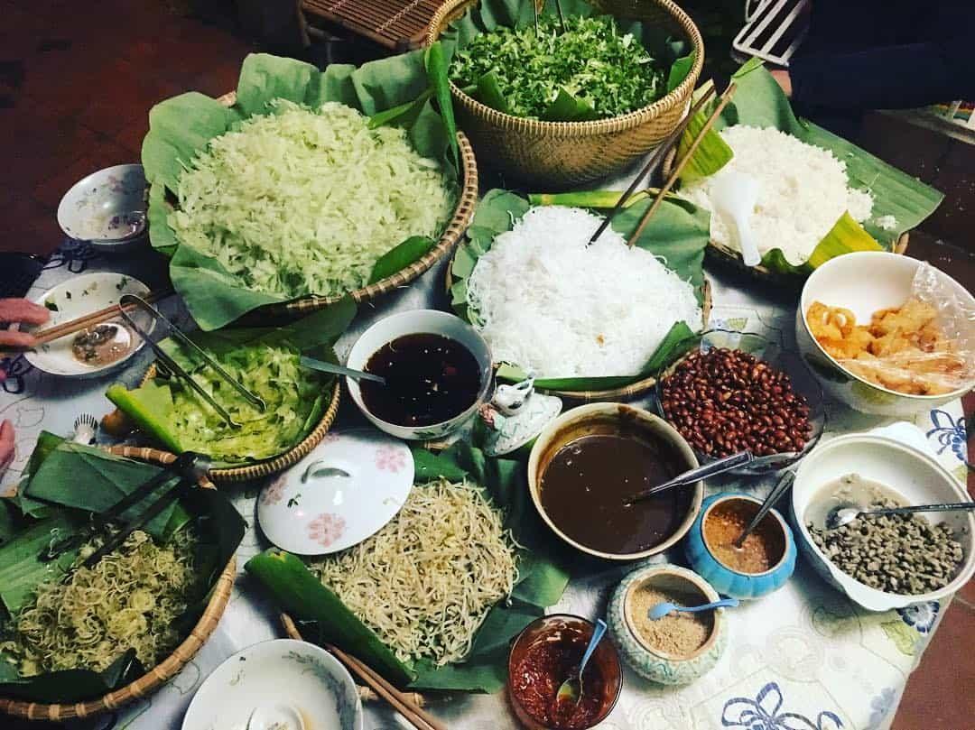 Cơm hến Huế - Một món ăn dân dã đậm chất Cố đô 2
