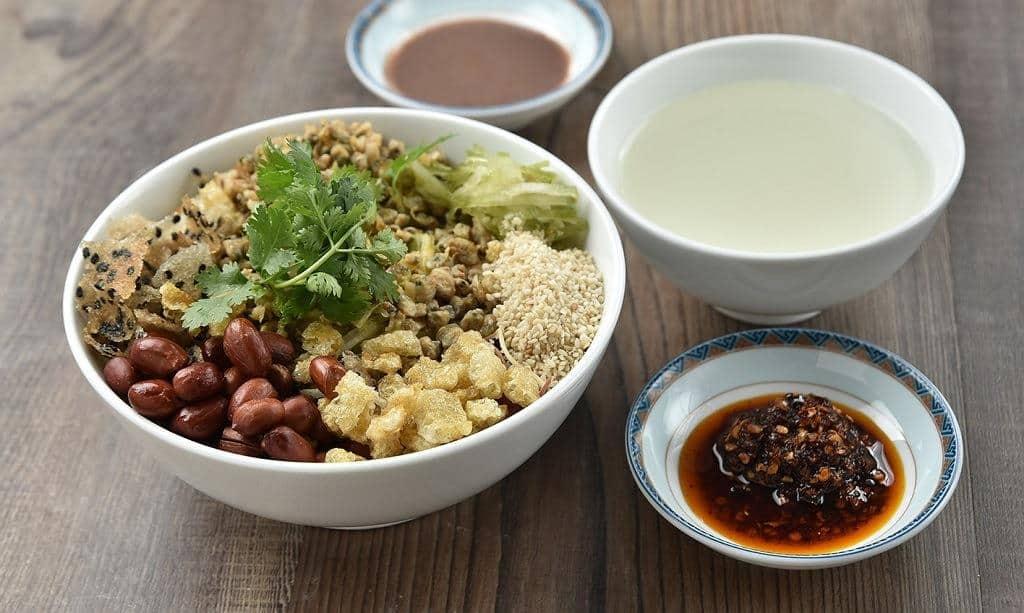 Cơm hến Huế - Một món ăn dân dã đậm chất Cố đô 3