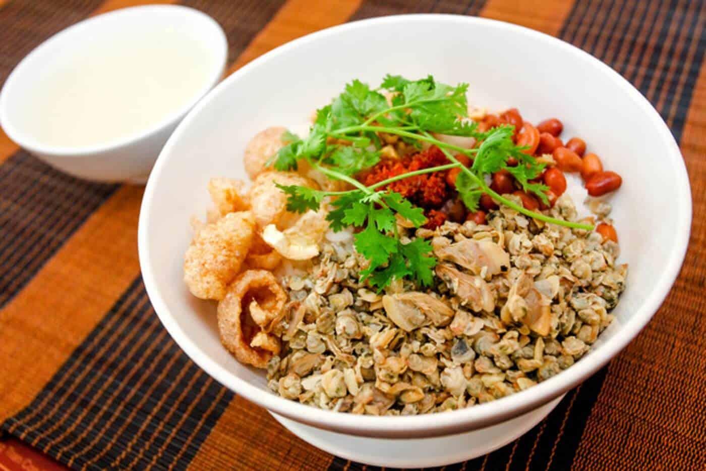 Cơm hến Huế - Một món ăn dân dã đậm chất Cố đô 1